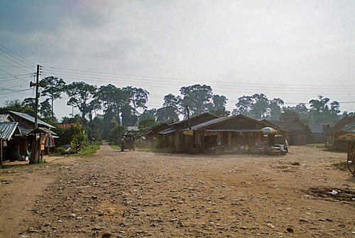 Aspecto del pavimento del puelo de Vieng Phouka