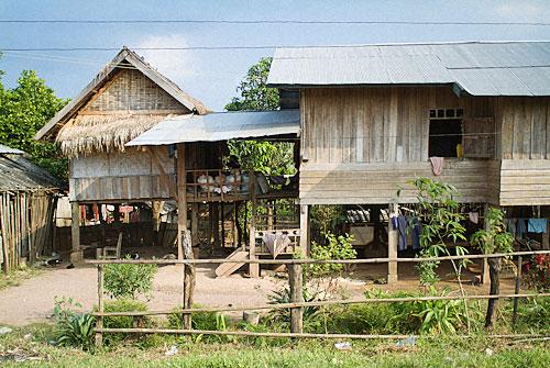 Típica casa fabricada íntegramente con madera y bambú