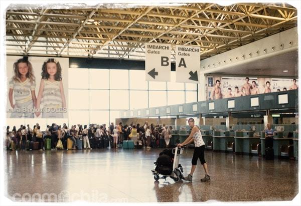 Carme en el aeropuerto de Milán Malpensa