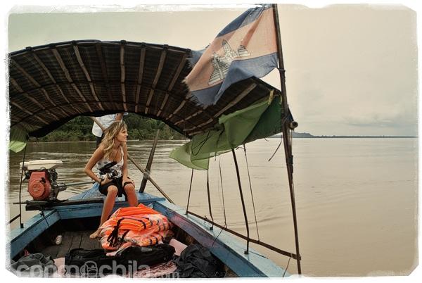 En la barca a la espera de ver a los delfines
