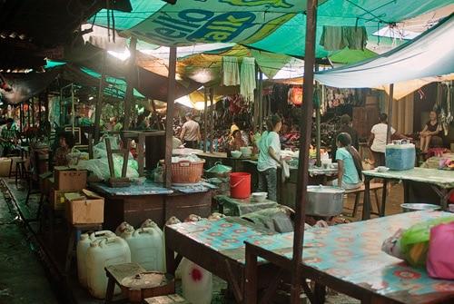 Una vista del interior del mercado