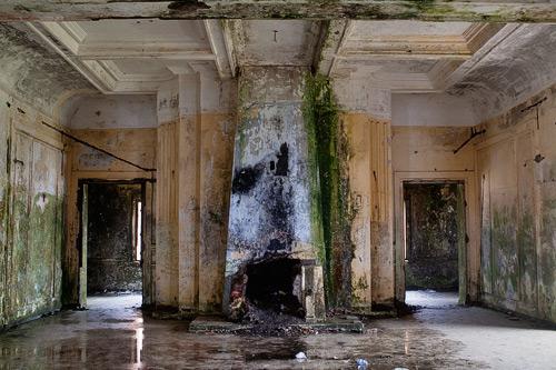 La chimenea del gran salón