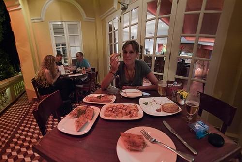 La cena en el Restaurante Pacharan de Camboya