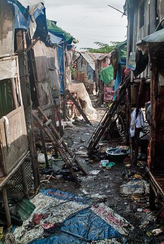 """Una de las """"calles"""" de la zona del vertedero"""
