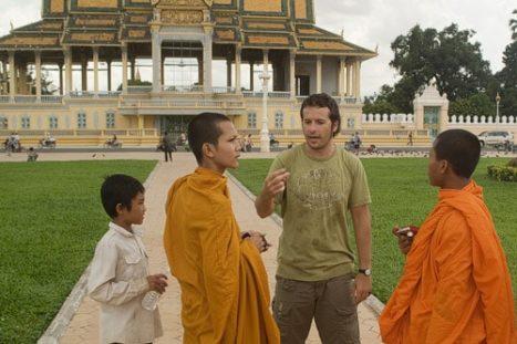 Toni con los monjes