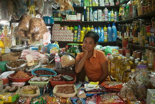 Sonrisa de bienvenida al Mercado Ruso de Phnom Penh