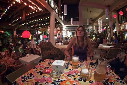 En el restaurante donde cenamos, en la calle Rambuttri