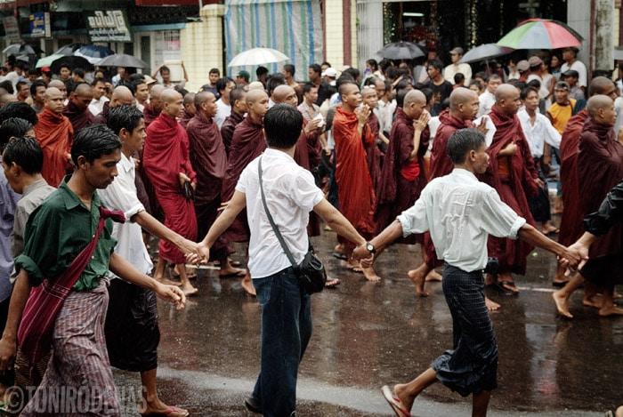 Monjes y más monjes
