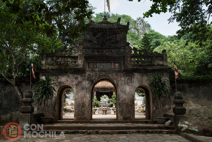 Acceso a la pagoda de Tam Thai Tu