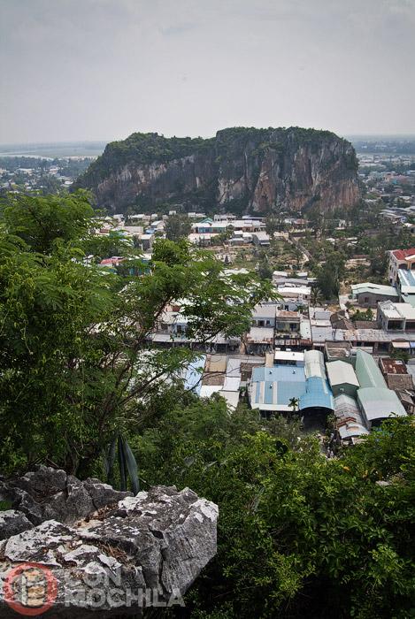 Vistas de las montañas desde Thuy Son