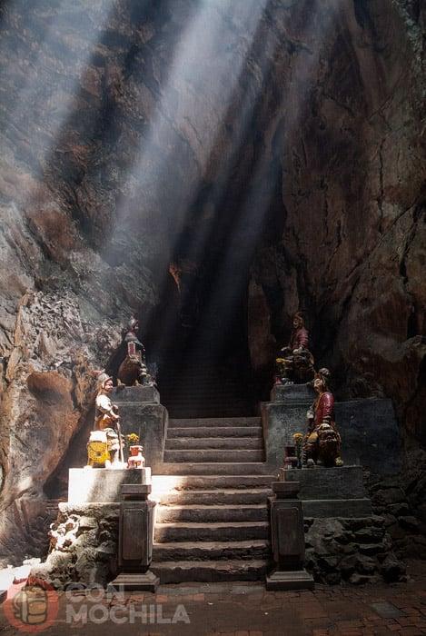 Entrada a la cueva Huyen Khong