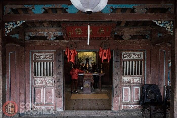 Entrada al pequeño templo