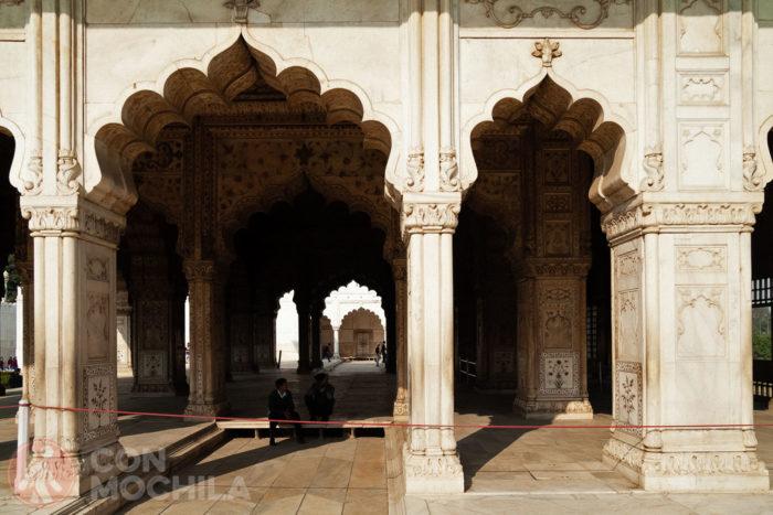 Detalle del Divan-i-Khas y sus columnas