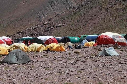 Tiendas en el campamento base