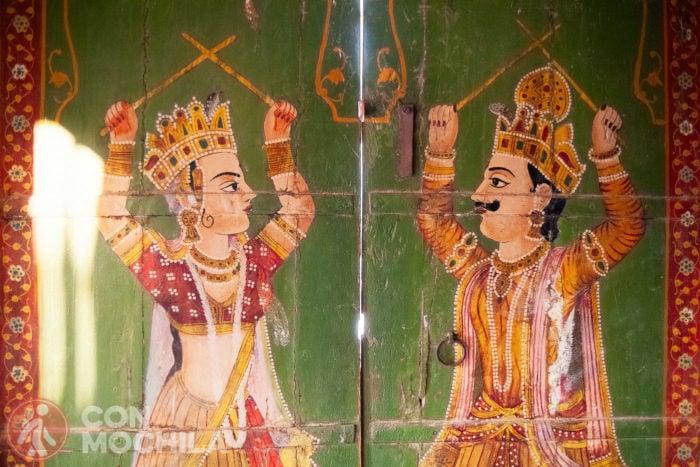 Detalle de las pinturas de las puertas