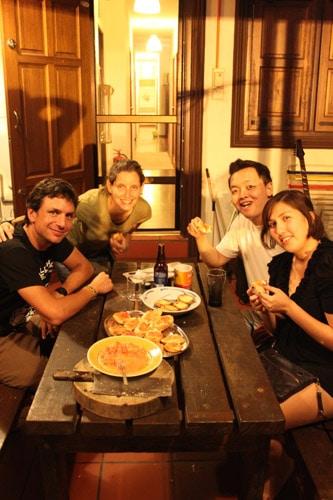 couchsurfing : Cena española en Malasia