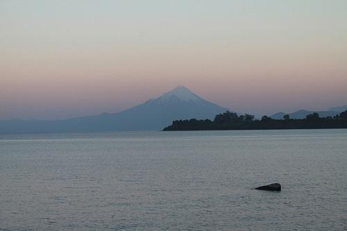 Atardecer en el volcán Osorno desde puerto Varas