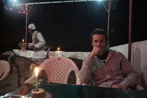 Esperando la cena con velas incluídas