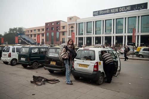 Pillando el taxi de buena mañana en New Delhi