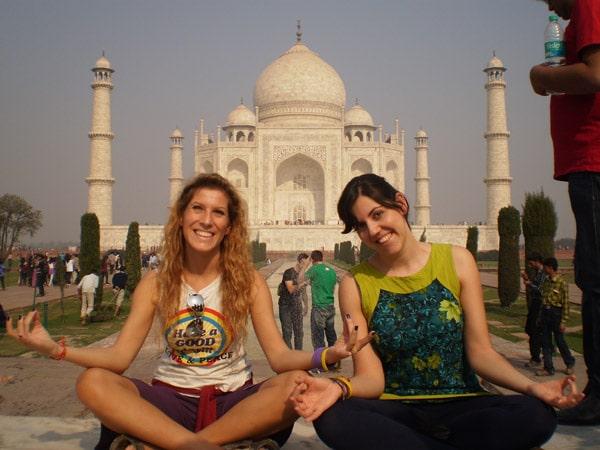 Itinerario de viaje a India y Kathmandu: Belén y Nuria en el Taj Mahal