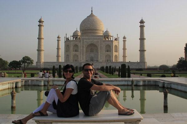 Itinerario de viaje a India: Roger y Vanessa en el Taj Mahal