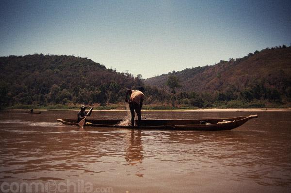 Pescadores haciendo su tarea...