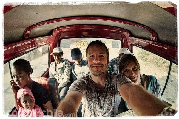 Menuda cara de sueño en el taxi-brousse hacia Tana