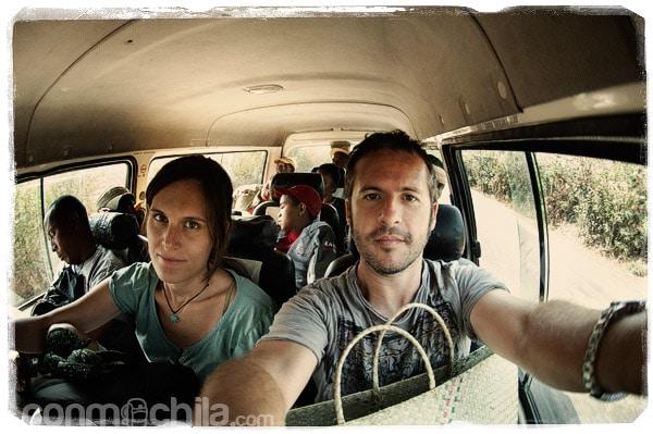 Menuda cara de cansancio en el taxi-brousse camino Moramanga