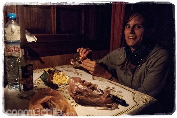 Cena a la luz de las velas en la habitación