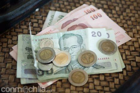 Bahts de Tailandia en billetes y monedas