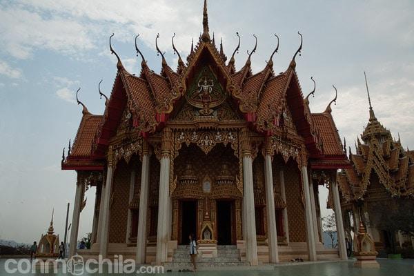 La pagoda que hay a su izquierda