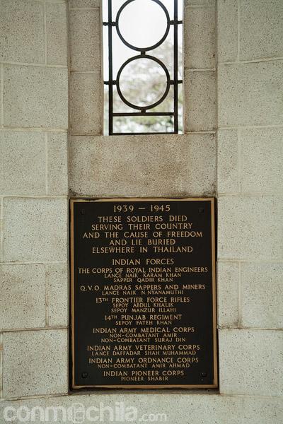 Placa conmemorativa de los soldados indios