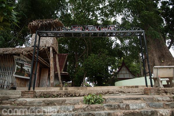 Recreación del puente sobre el río Khwae