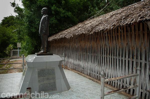 Estatua en honor a Takashi Nagase