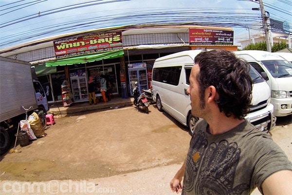 Oficina de la compañía de transporte en el lado de Tailandia
