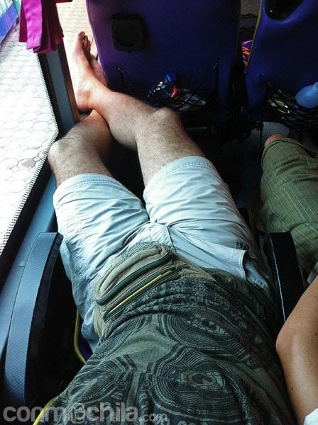 Totalmente estirado en el asiento
