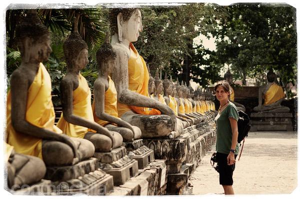 Y contemplando las innumerables imágenes de buda del templo