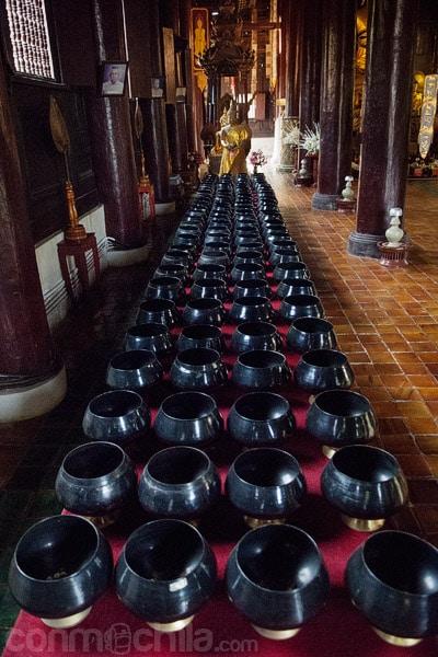 Cuencos en el templo