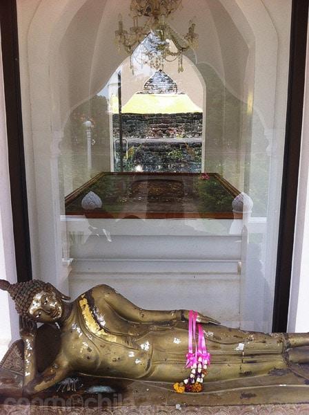 Huella de Buda desde la otra parte