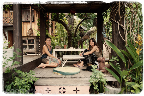 Con Julie en una terracita