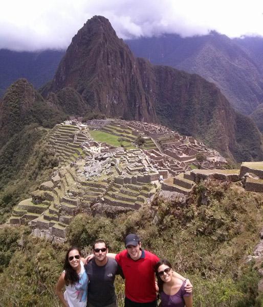 Flavia, Noe, Pablo y David en Machu Picchu