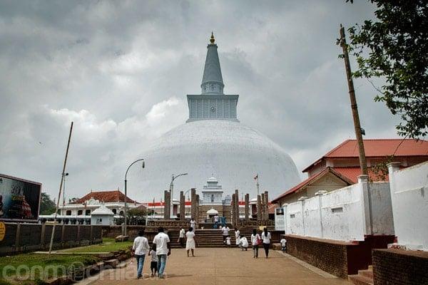 Vista de la stupa de Ruwanwelisaya