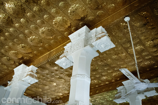 Detalle de las columnas y el techo