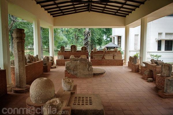 Estatuas en la parte exterior del museo