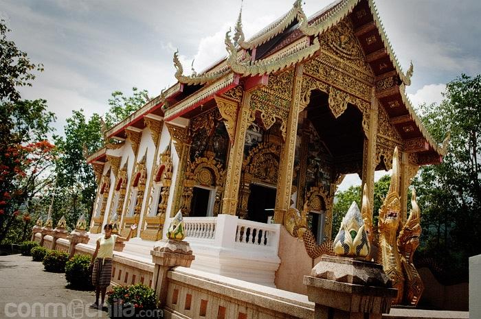El templo que hay al lado