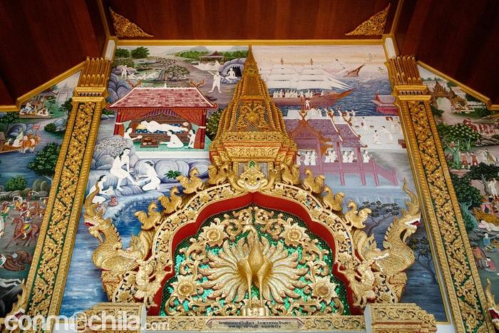 Detalle de la parte superior de la entrada al templo