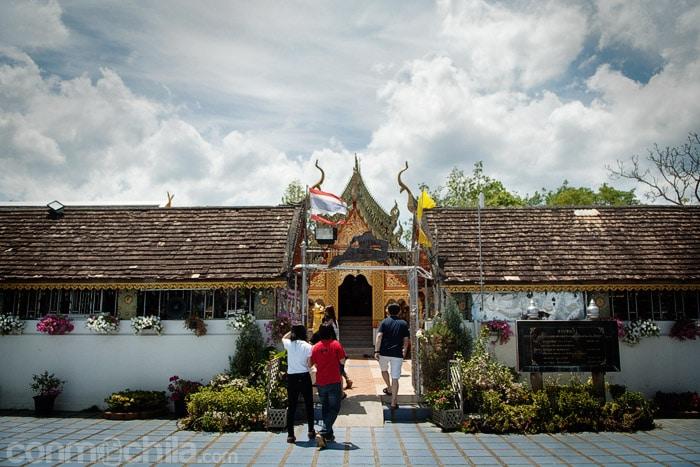 El templo visto desde el bonito patio