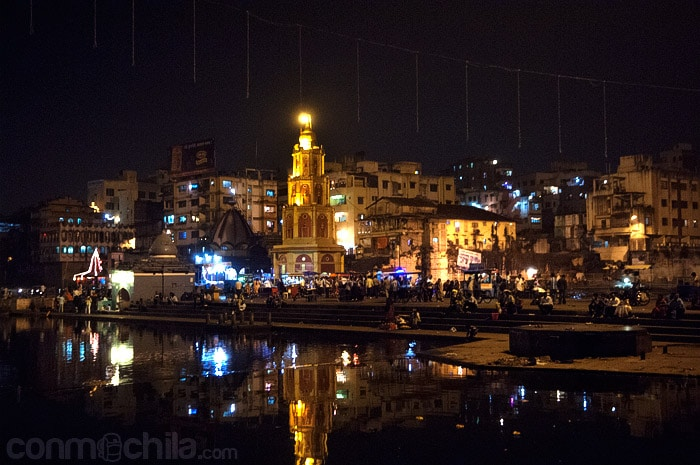 Vista de los ghats de noche