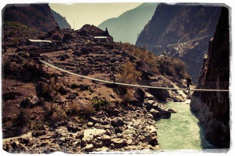 Uno de los puentes colgantes
