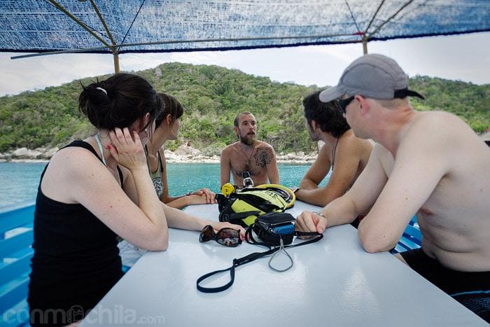 Charla de nuestro instructor antes de la inmersión